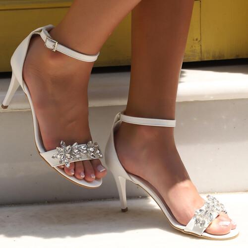 Trendbu Ayakkabı - Kadın Beyaz Taşlı Tek Bant Topuklu Ayakkabı