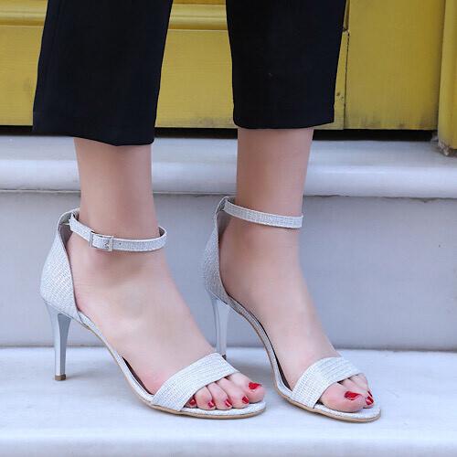 Trendbu Ayakkabı - Kadın Gümüş Pullu Tek Bant Topuklu